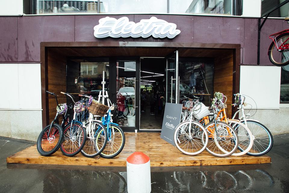 Результатом сотрудничества стал велосипед модели Loft, выполненный в фирменных цветах Gant