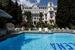 В отеле есть бассейн, велнес-центр, спа и салон красоты