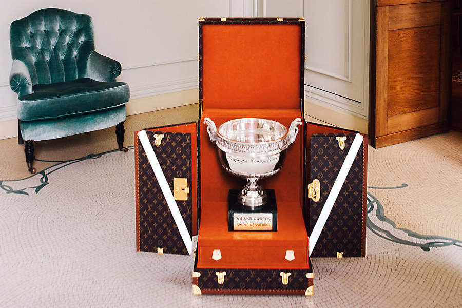 Кофры Louis Vuitton созданы вручную в исторических мастерских дома в Аньере