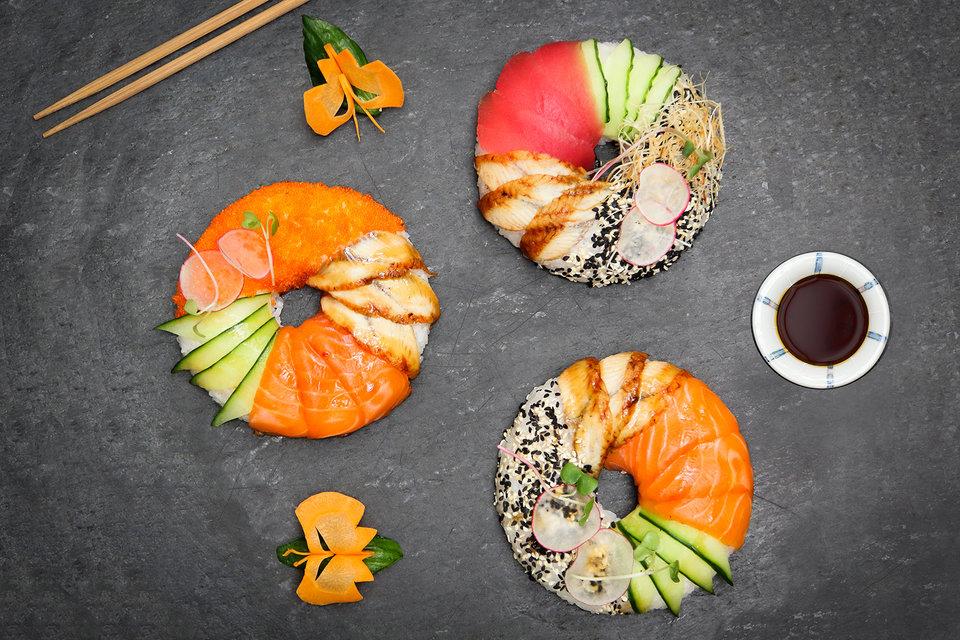 Суши-пончики с тунцом, лососем и крабом  в меню паназиатского бистро Zodiac