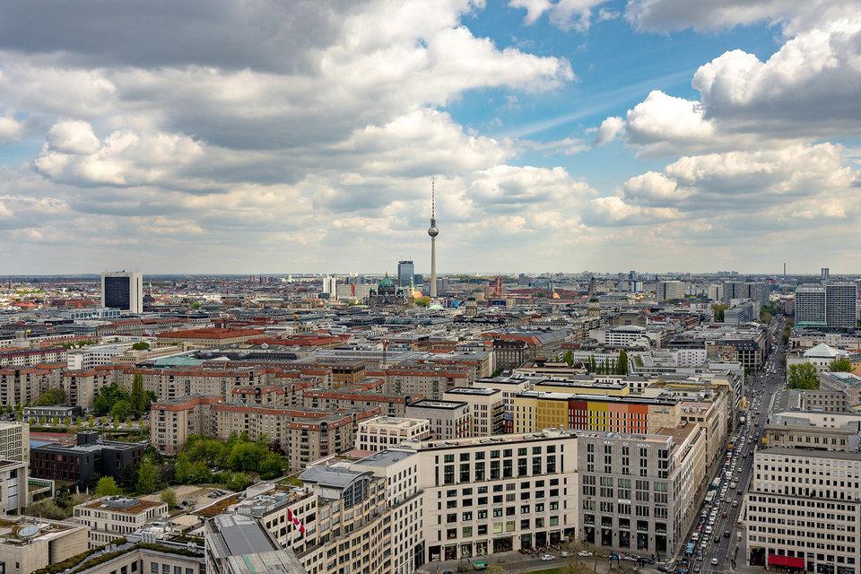 Более 10 лет назад мэр Берлина Клаус Воверайт попробовал привлечь в город креативных специалистов слоганом Berlin is poor, but sexy