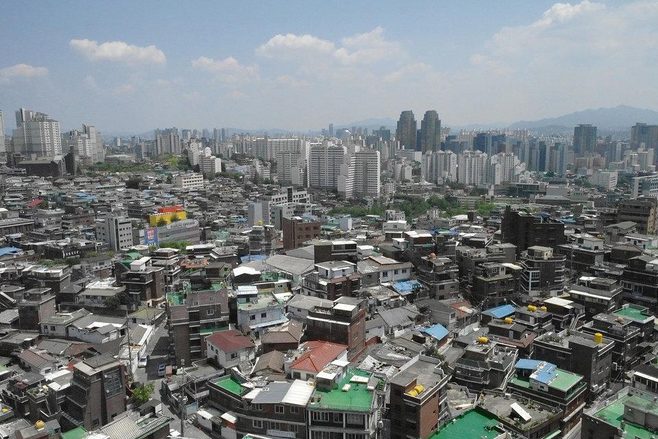 В Сеуле живет почти половина всех жителей Южной Кореи