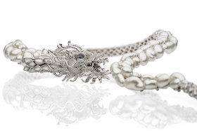 Autore, колье Dragon, барочный жемчуг, перламутр, бриллианты, лунный камень, белое золото