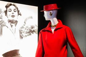 Влияние Юбера Живанши на моду XX века сложно переоценить. Его клиентками были самые красивые и знаменитые женщины мира, среди которых - голливудские актрисы и первые леди