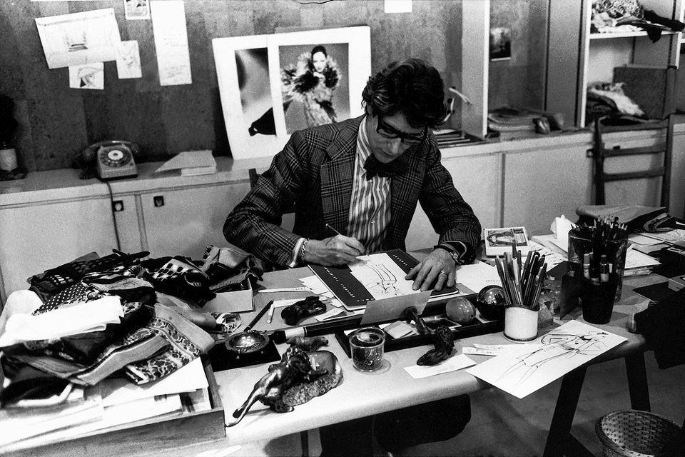 Ив Сен-Лоран за работой, 1976 г.