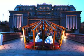 The Emirates Palace, самый известный отель Абу-Даби - в его концертном зале проходят многие концерты Международного фестиваля искусств