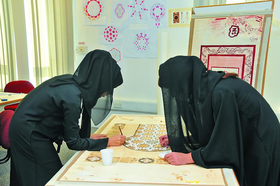подготовка выставки исламского искусства в рамках Международного фестиваля искусств в Абу-Даби, 2016 год