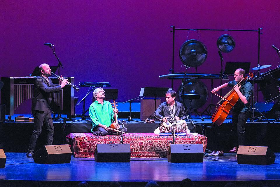 выступление ансамбля The Silk Road Ensemble на фестивале в Абу-Даби, март 2017 года
