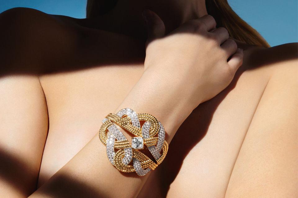 Chanel Joaillerie, браслет Golden Braid из коллекции Flying Cloud, желтое золото, бриллианты огранки подушка весом в 4,22 карата