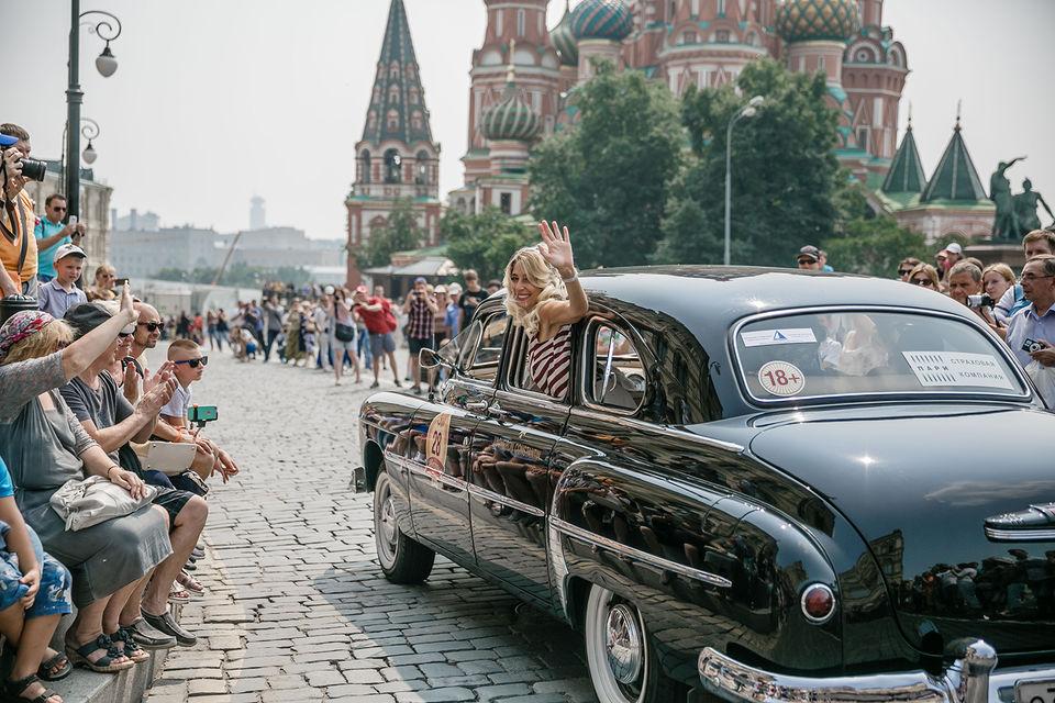На радость туристам и пешеходам будет показана полная коллекция автомобилей советских времен