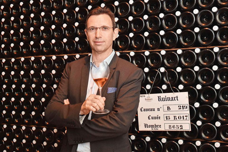 Главный винодел шампанского Дома Ruinart Фредерик Панайотис и созревающие плоды его работы