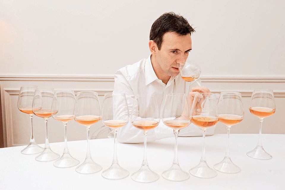 Фредерик Панайотис за дегустацией розового шампанского
