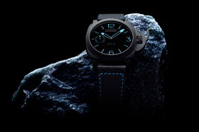 Panerai, модель LAB-ID Luminor 1950 Carbotech. Корпус из композитного материала PEEK, новый механизм, мосты и платина которого – также из композита