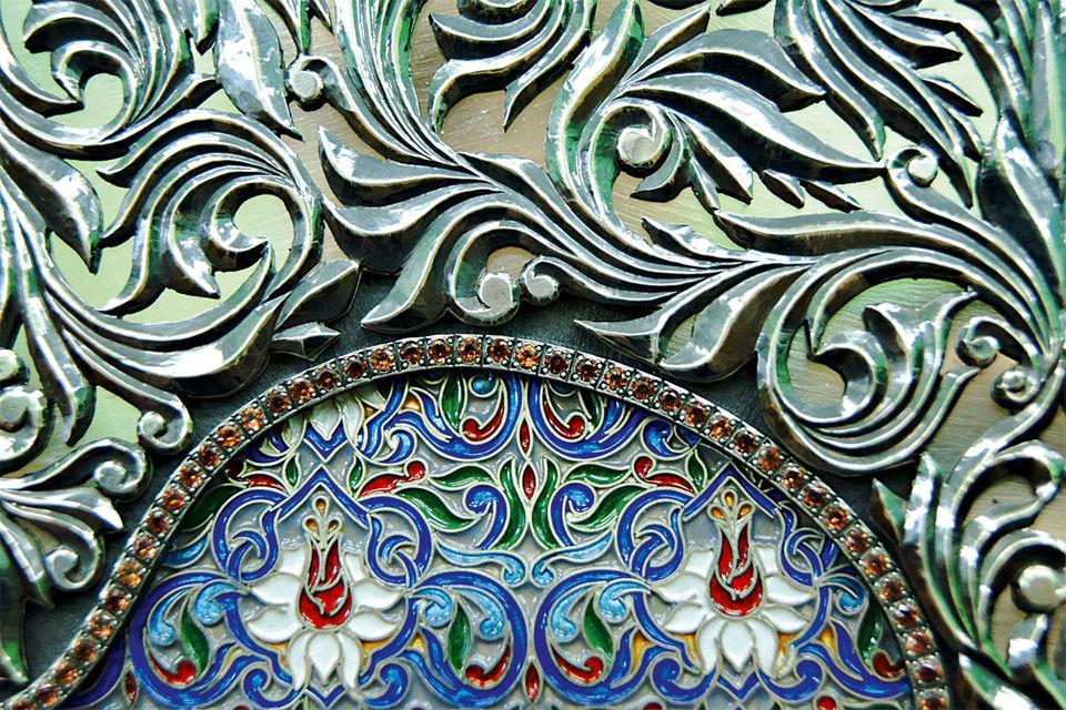 Серебро, драгоценные камни и эмали – традиционные материалы для изготовления икон