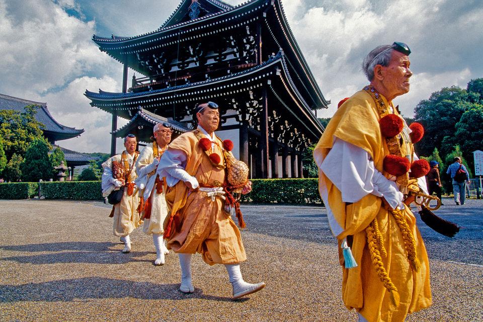 Буддийские монахи наострове Хонсю