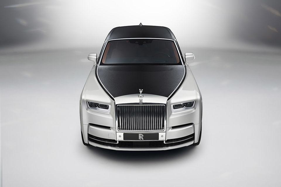 Новый Phantom Rolls-Royce. Его приборная панель получила совершенно новую интерпретацию: автовладелец может превратить ее в произведение искусства