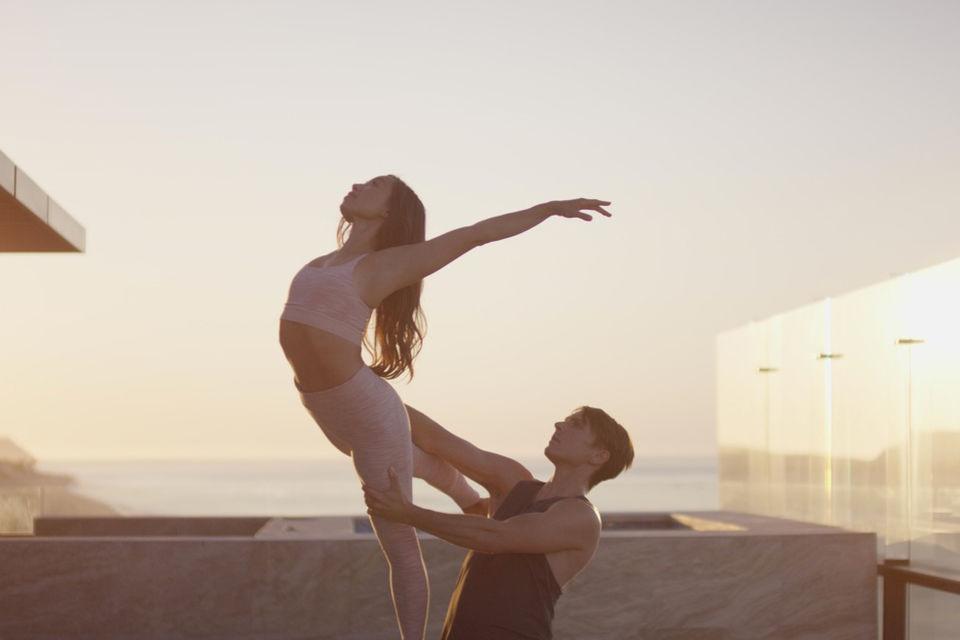 Видеозанятия ведут два  артиста балета труппы Джоффри