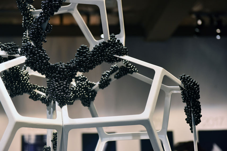 Инсталляция Пола Кодами – Living Cells