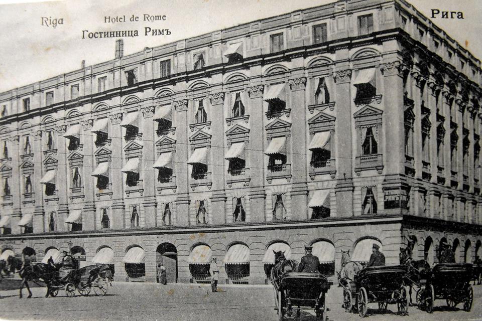 Когда-то на месте нового отеля находилась гостиница «Рим», построенная в 1878 году. Здание было разрушено во время Второй Мировой войны