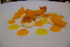 Сладкая феерия из кусочков апельсина, лимона и абрикосов в меню отсутствует и является предесертом