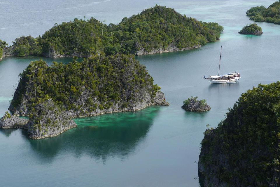 Недельный маршрут  по Индонезии предполагает путешествие на новый остров каждый день, полный пансион и погружения с инструктором. Стоимость от 2075$