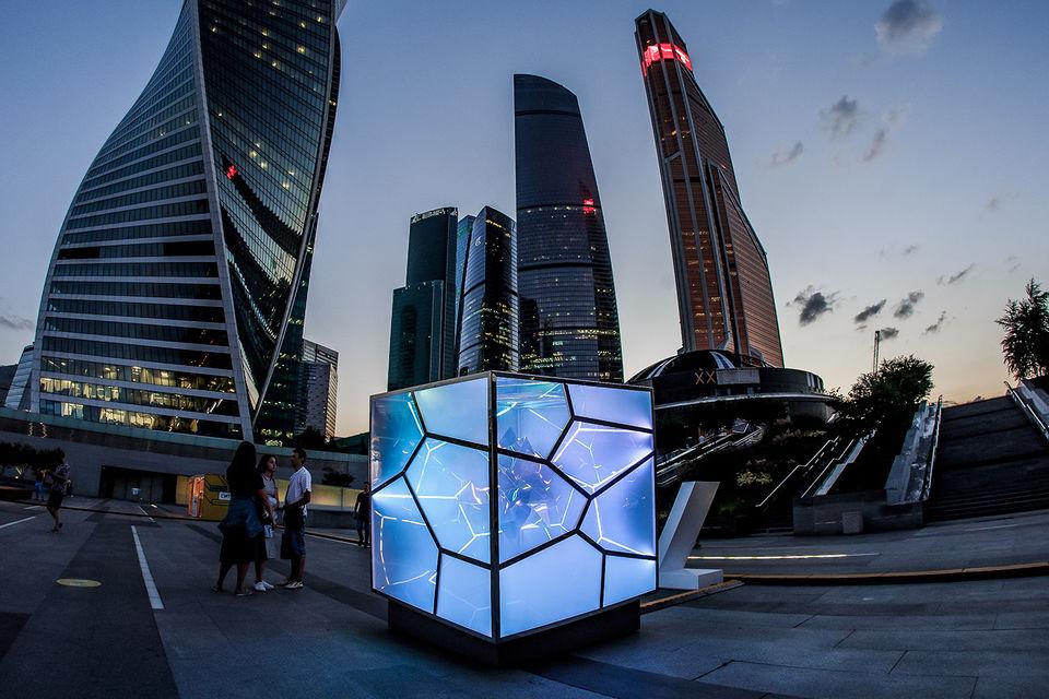 Интерактивная скульптура Виктора Полякова Cubed/Uncubed