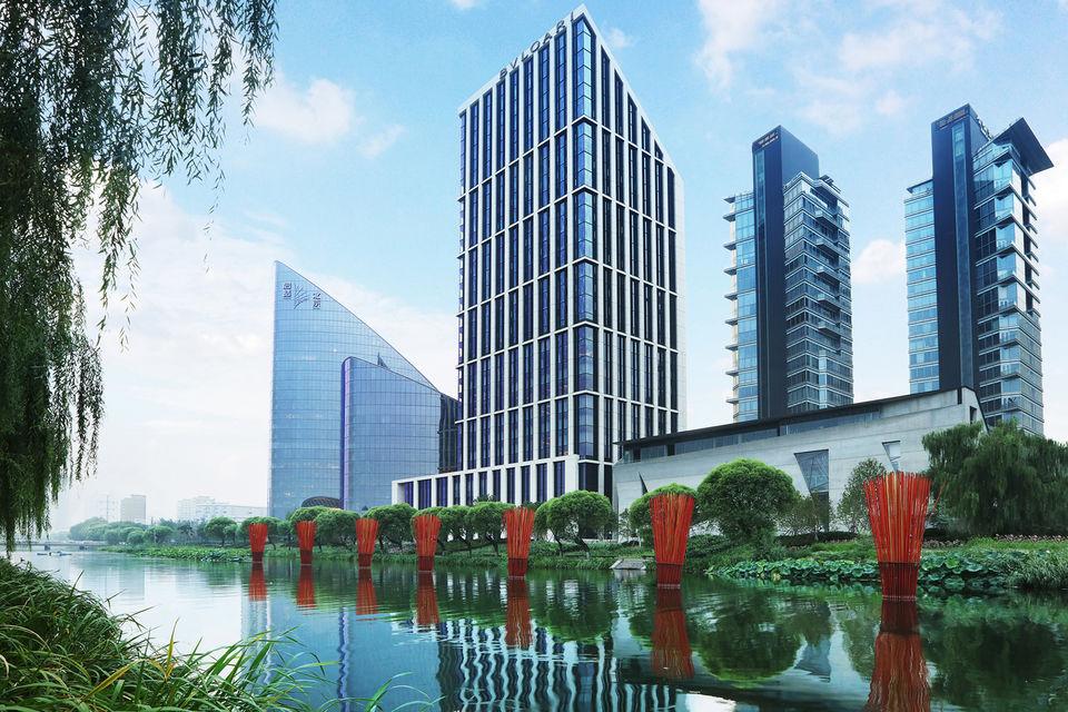 Отель Bulgari Hotel Beijing расположен в респектабельном дипломатическом районе Пекина