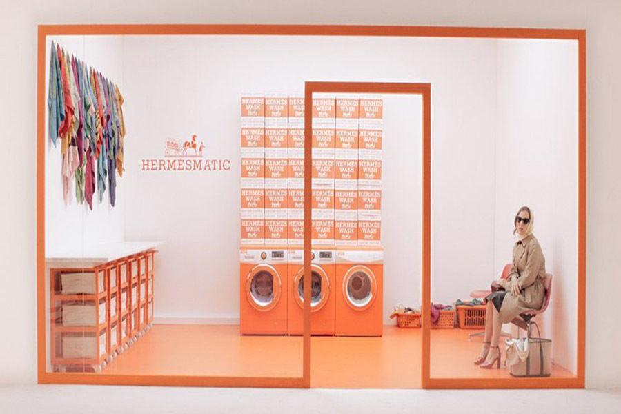 «Постирочная» Hermèsmatic путешествует по миру в честь 80-летия шелковых платков Hermès