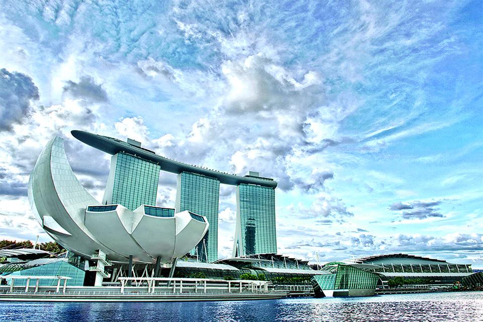 ArtScience Museum в Сингапуре принимает выставку Serpenti Form