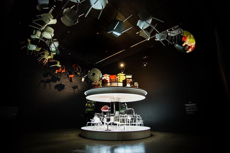 Исторические аксессуары и предметы предоставил для выставки Kartell Museo (Милан)