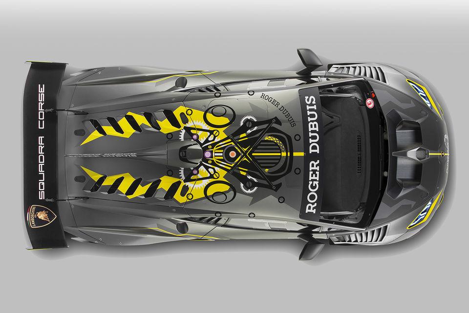 Основной цвет кузова ‒ серый Titan Grey ‒ символизирует партнерское соглашение между Lamborghini Squadra Corse и Roger Dubuis