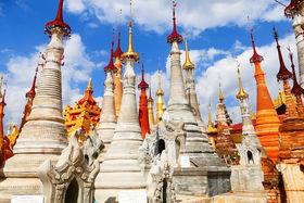 Мьянма, несмотря на  бедность, коррупцию и правление военной хунты, сумела  сохранить ранние буддийские традиции. В одной из буддийских пагод