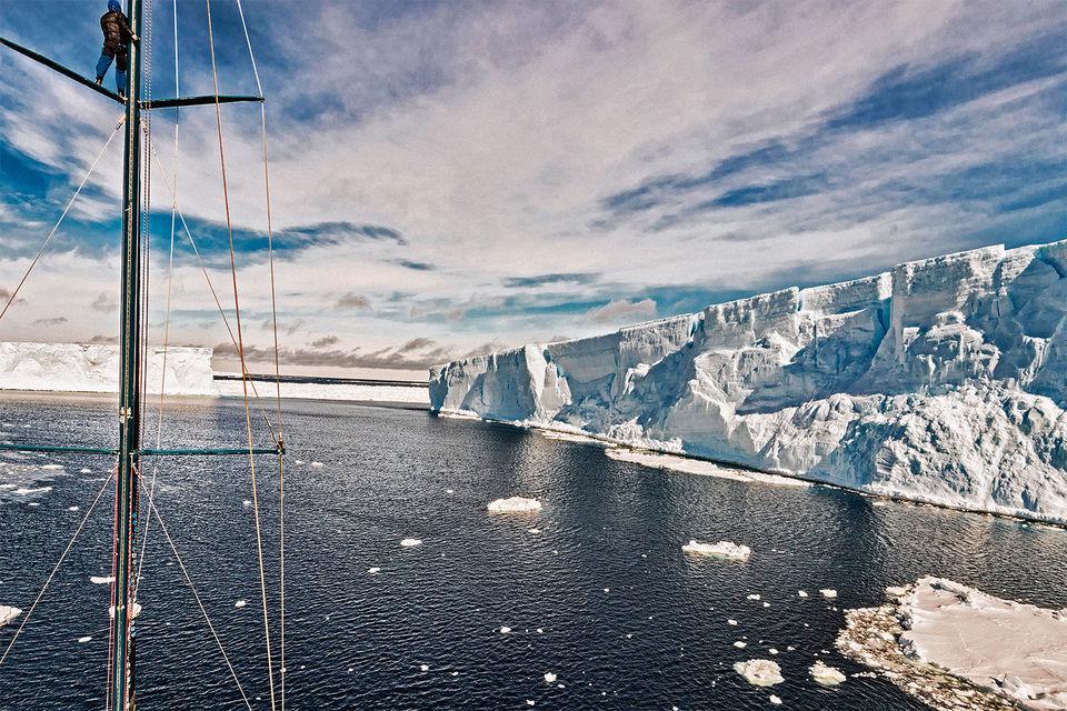 В своей самой масштабной экспедиции Pole2Pole путешественник и исследователь Майк Хорн должен совершить кругосветное путешествие так, чтобы пройти два полюса Земли