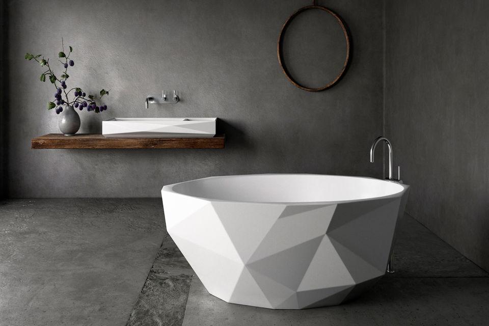 Форма ванны из коллекции Bijoux напоминает бриллиант