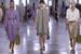 Bottega Veneta представили расслабленную, но в то же время сложную коллекцию с тонкими кожаными платьями, украшенными вышивкой, с тренчами необычного кроя, с принтами, вдохновленными мраморными инкрустациями в духе Ренессанса