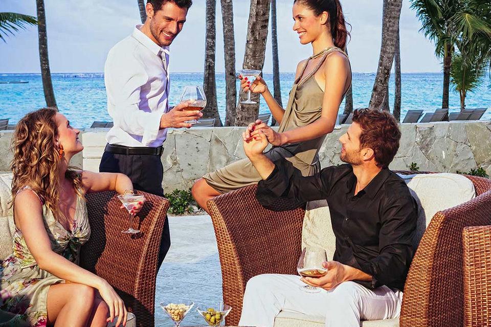 В течение «Недели холостяков» гостей отеля ждут пляжные и пенные  вечеринки, экзотические коктейли, тематические ужины и дискотеки до утра