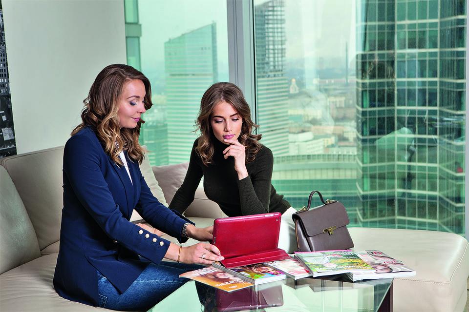 Встречи с клиентами проходят в студии на 39-м этаже небоскреба