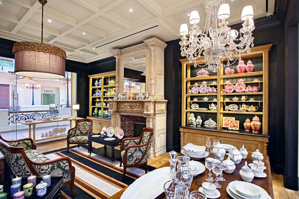 Пространство бутика Richard Ginori, открывшегося в «Петровском пассаже», выполнено в стиле старинного итальянского палаццо