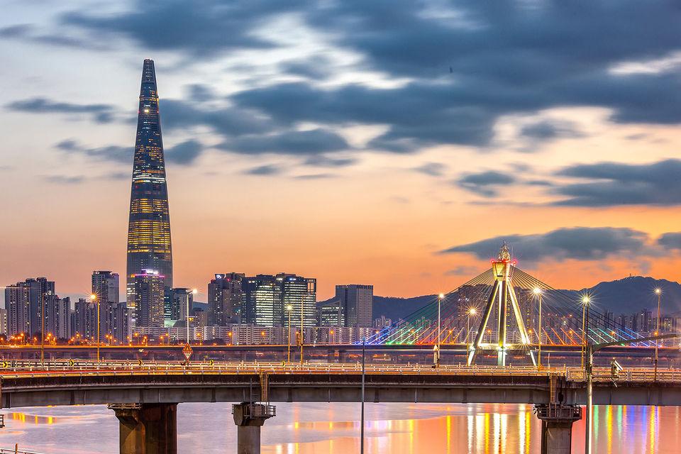 Lotte World Tower  является  самым высоким зданием в Корее