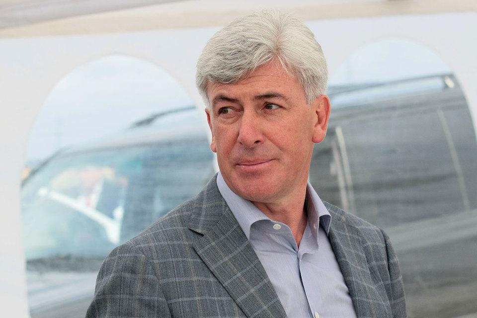 В 1999 г. Израйлит стал гендиректором «Усть-Луги»