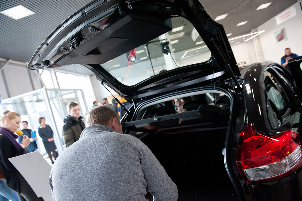 «Автоваз» поднял розничные цены наавтомобили Лада