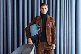 Костюм и свитер Prada, ботинки Dirk Bikkembergs, рюкзак Piquadro