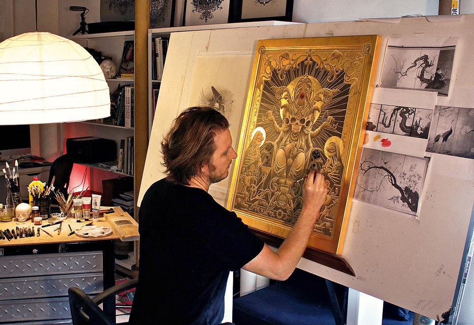 Джо Фентон в своей студии