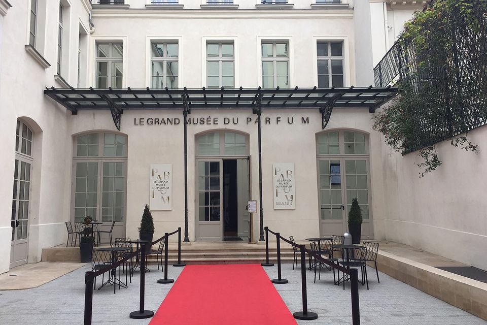 В этом здании раньше был главный офис Дома Christian Lacroix