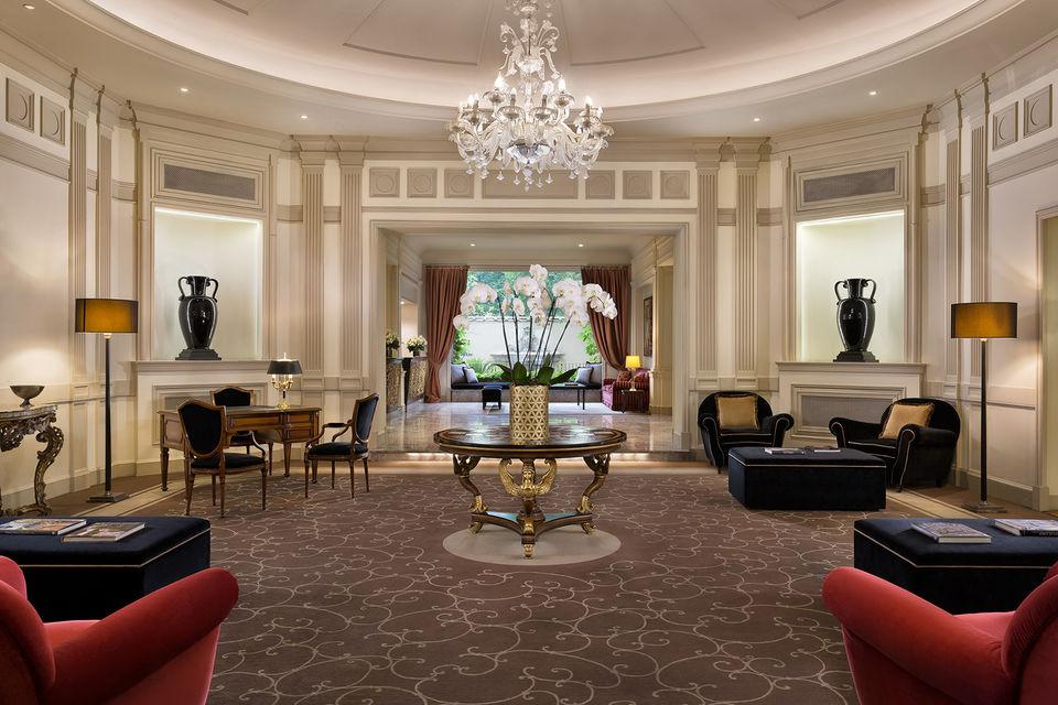 Так выглядит лобби отеля Sina Villa Medici