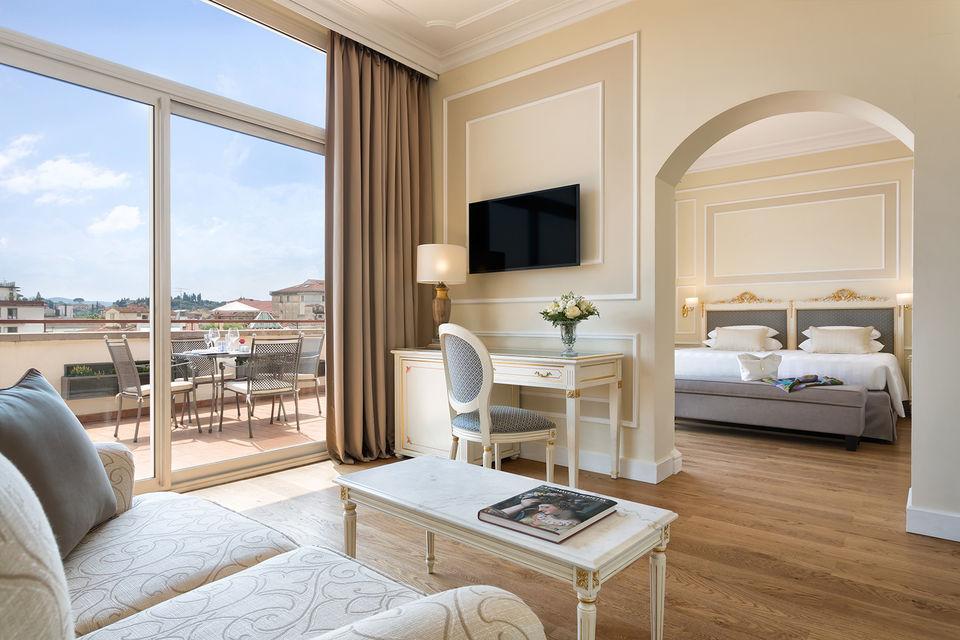Интерьер сьюта в отеле Sina Villa Medici