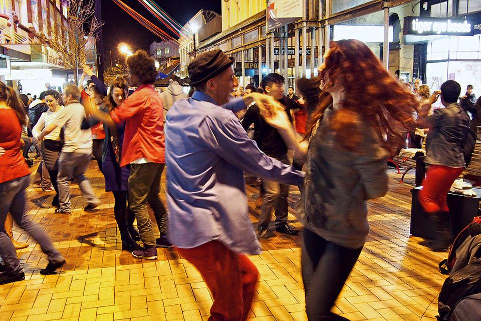На Cuba Street много ресторанов и клубов – это любимая улица местной богемы