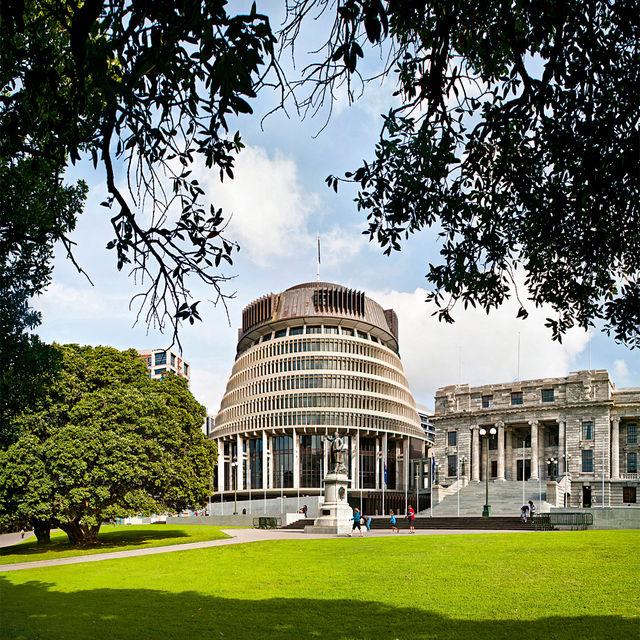 Здание новозеландского парламента за необычность архитектуры называют ульем