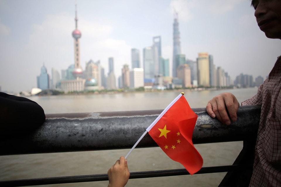 Валютные резервы Китая сократились до минимума за шесть лет