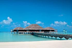 Velaa Private Island с белоснежными песчаными пляжами представляет собой уединённый атолл посреди Индийского океана, к северу от Мале. Частные виллы располагаются прямо над голубыми водами океана
